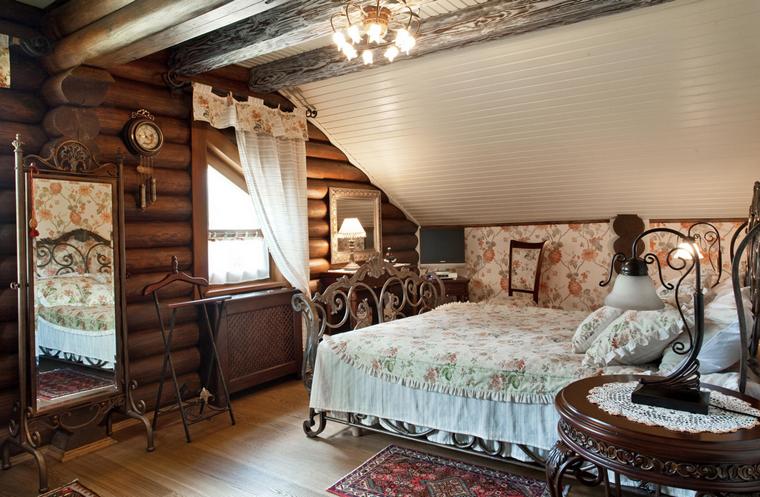 Спальня в деревянном доме дизайн фото