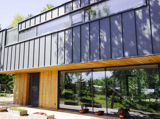Гармония загородной жизни: устанавливаем панорамное остекление
