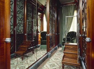 8 гардеробных комнат в классическом стиле