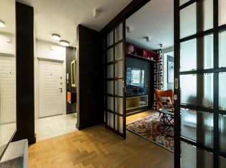 5 интерьеров с темными дверями