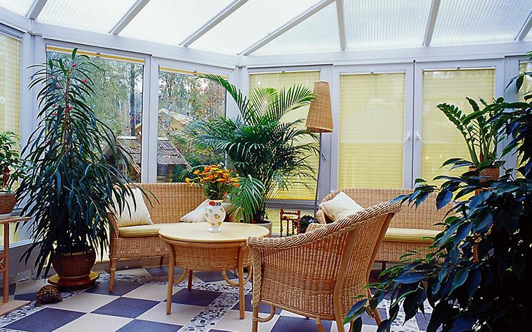 <p>Автор проекта: Архкон, архитектурное бюро &nbsp;&nbsp;Фотограф: Алексей Камачкин &nbsp;</p> <p>В интерьере зимнего сада органично соединились пышные зеленые растения в керамических кашпо с легкой плетеной мебелью и светильниками.&nbsp;</p> <p>&nbsp;</p>