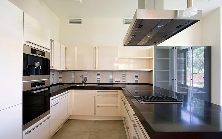 Фото № 12225 кухня  Загородный дом
