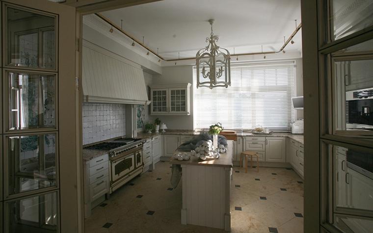 Фото № 12703 кухня  Загородный дом