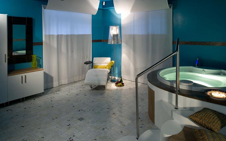 <p>Автор проекта: ателье дизайна 4 furies.</p> <p>Менее распространённый вариант &ndash; дизайн мебели для ванных комнат из пластика и металла. Это для тех, кто предпочитает современный стиль, не классику!</p>
