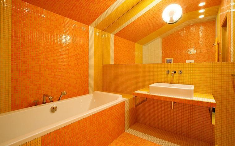 <p>Автор проекта: студия Studioplan. Фотограф: Сергей Ананьев.</p> <p>Настоящая &quot;марсианская&quot; ванная комната выполнена в абсолютно в оранжевой гамме. </p>