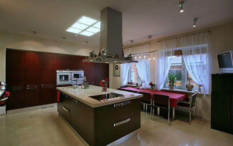 Фото № 19360 кухня  Загородный дом