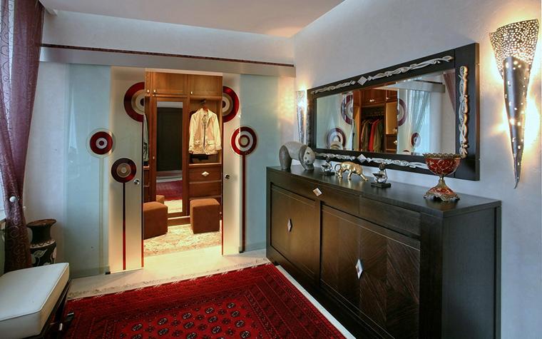 <p>Фотограф: Петр Николаев</p> <p>Гардеробную комнату идеально совмещать со спальней, а можно - с нескольким комнатами. Сделайте так, как вам удобнее.</p>