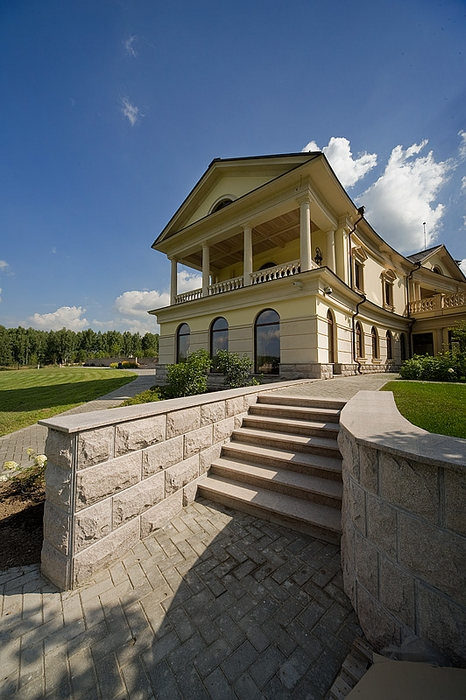 Дизайн и оформление фасада загородного дома