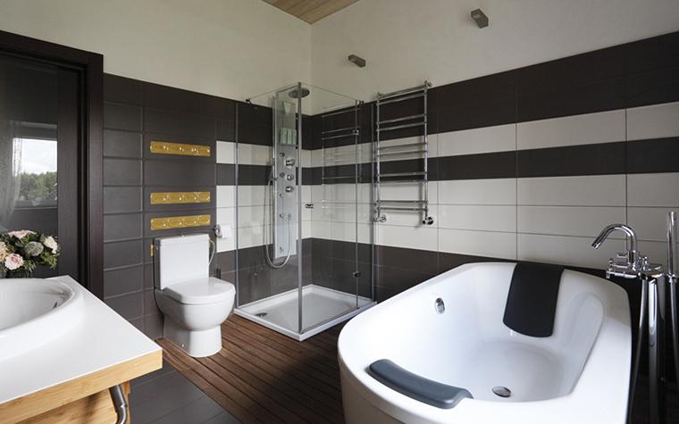 <p>Автор проекта: NotaBene</p> <p>Геометрия пространства - одно из достоинств этой ванной комнаты.</p>