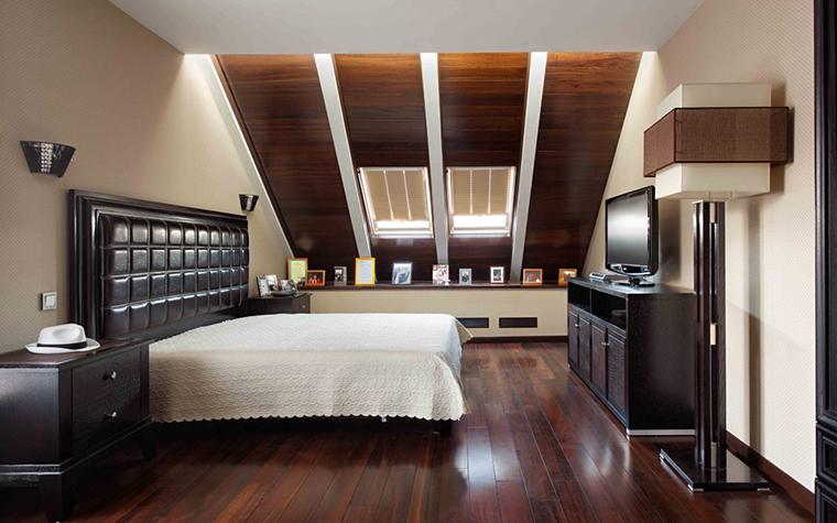 <p>Автор проекта:  архитектурно-строительная компания HANDSWEL. Фотограф: Алексей Князев.&nbsp;</p> <p>Два мансардных окна в спальне - это всегда эффектно, всегда романтично!</p>