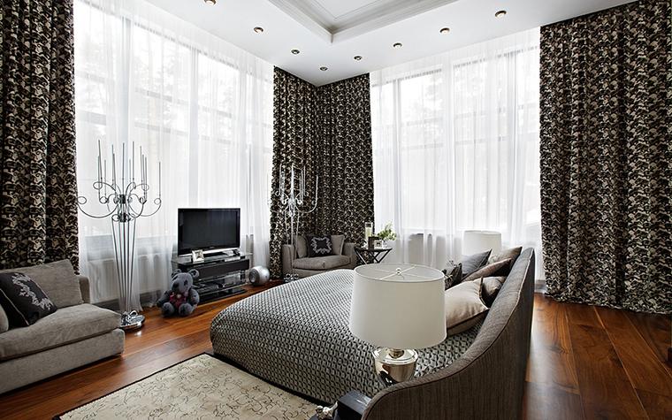 <p>Автор проекта: Татьяна Миронова. Фотограф: Дмитрий Лившиц.&nbsp;</p> <p>Это скорее, спальня-гостиная, с двумя огромными окнами в пол.</p>