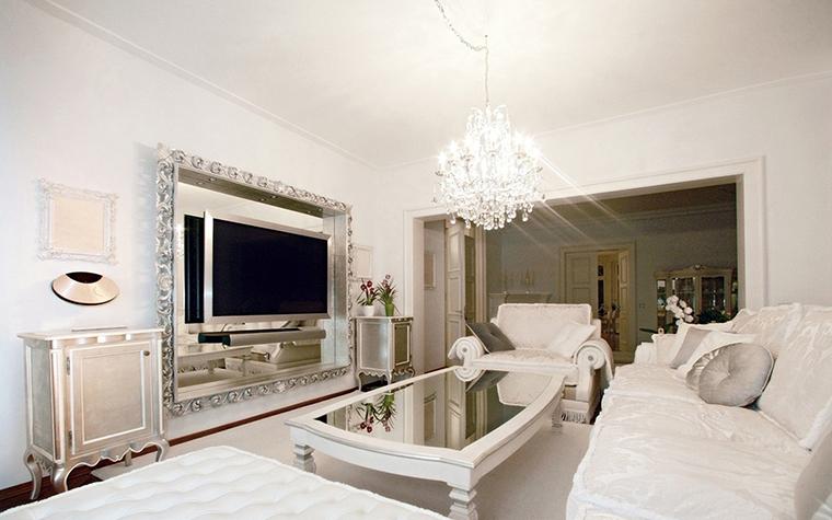 <p>Автор проекта: архитектурное бюро Palladio Projects.&nbsp;</p> <p>Белизна и чистота классики гостиной очень привлекательна и утешительна. </p>