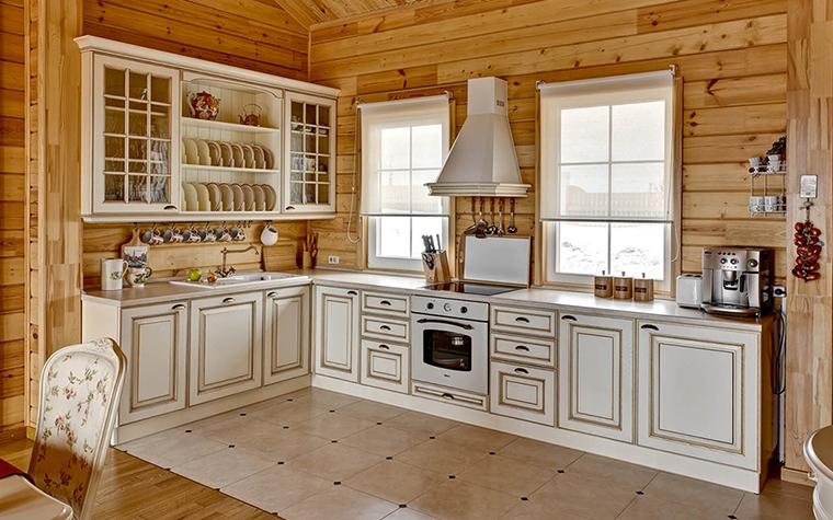 <p>Автор:  Студия Архитектуры и дизайна Design-DO</p> <p>Дерево - это всегда хорошо, и крашеное, и некрашеное. С белой кухней оно очень хорошо смотрится. Прибавьте керамическую плитку пола, и композиция завершена!</p>