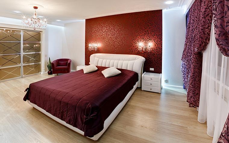 <p>Автор проекта: Антон Лалетин </p> <p>Бордовый цвет в спальне не только эффектен, но и традиционен. </p> <p>&nbsp;</p>