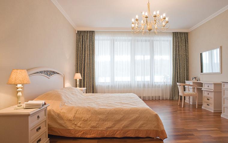 <p>Автор проекта: Мирослава Мисанюк</p> <p>Итальянский стиль этой спальни выражен в чистоте линий и благородной монохромной гамме.&nbsp;</p>