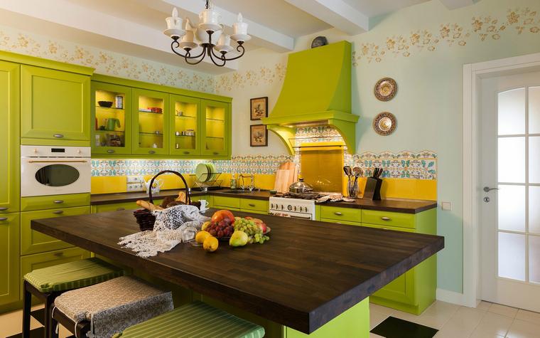 Фото № 40128 кухня  Загородный дом