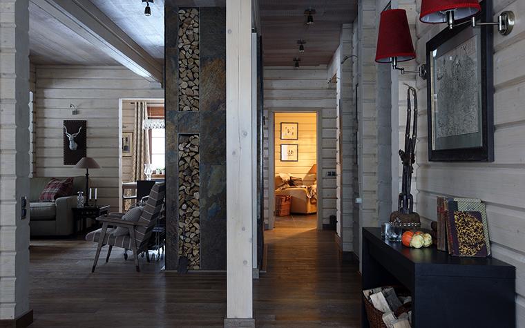 <p>Автор проекта: Наталья Маслова<br /> Фотограф: Михаил Степанов</p> <p>Выбеленные деревянные интерьеры - хороший фон для искусства любого рода. </p>