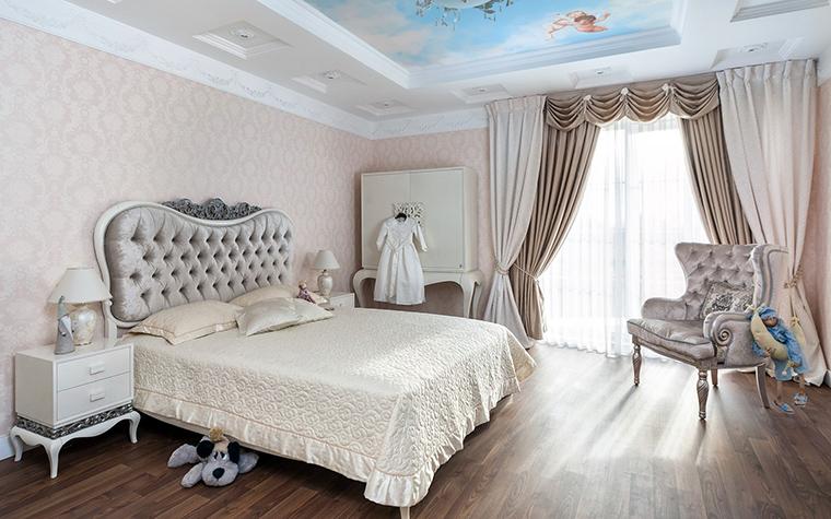 <p>Автор проекта: Лазарева Виктория</p> <p>Интерьер в стиле современной классики с намеками на французское рококо - отличный вариант для девичьей комнаты.</p>