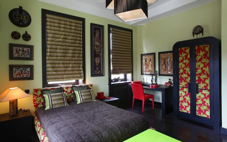 <p>Автор проекта:   Дизайн-бюро Анны Куликовой и Павла Миронова</p> <p>Дальний Восток - вот главная тема этой спальной комнаты.</p>