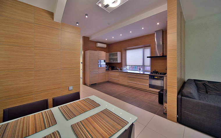 Фото № 47102 кухня  Загородный дом