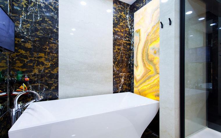 <p>Автор проекта:   IQ Design</p> <p>Не надо забывать о каменной мозаике в ванной комнате.</p>