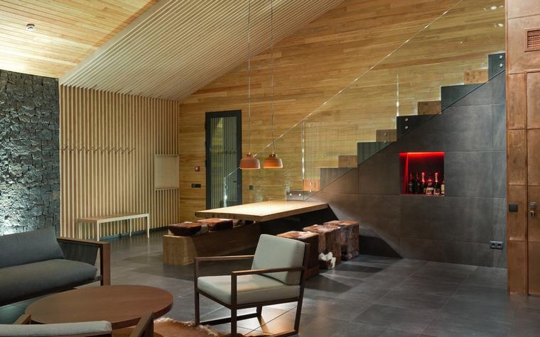 <p>Автор проекта: YOD, Design Lab&nbsp; Фотограф: Андрей Авдеенко</p> <p>Современный стиль дома с элементами конструктивизма потребовал и особой тип лестницы: простой, одномаршевой, супер геометричной!</p>