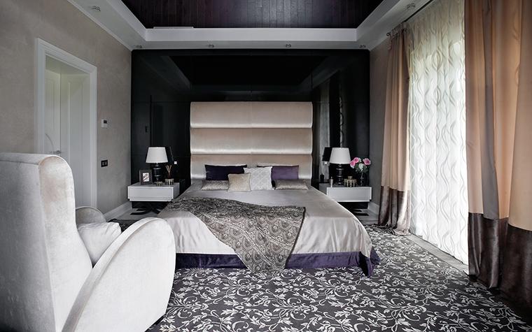 <p>Автор проекта:   Mill-Studio</p> <p>И, наконец, ещё один вариант спальни, выполненной в монохроме. И это тоже - современная классика, один из её многочисленных вариантов.</p>