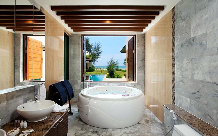 <p>Автор проекта: Доминанта</p> <p>Камень в декоре ванной комнаты отлично сочетается с деревом.</p>