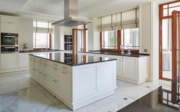 Фото № 70011 кухня  Загородный дом