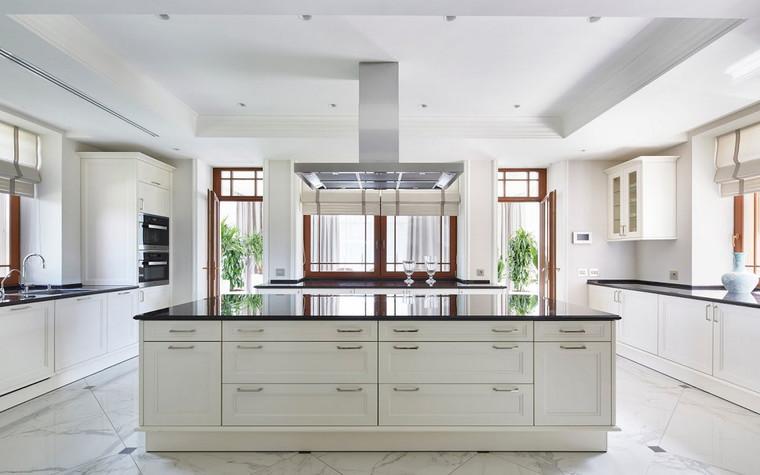 Фото № 70010 кухня  Загородный дом