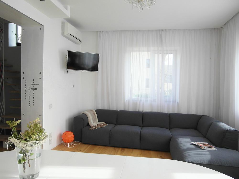 Загородный дом «Загородный дом, Московская область», гостиная, фото из проекта