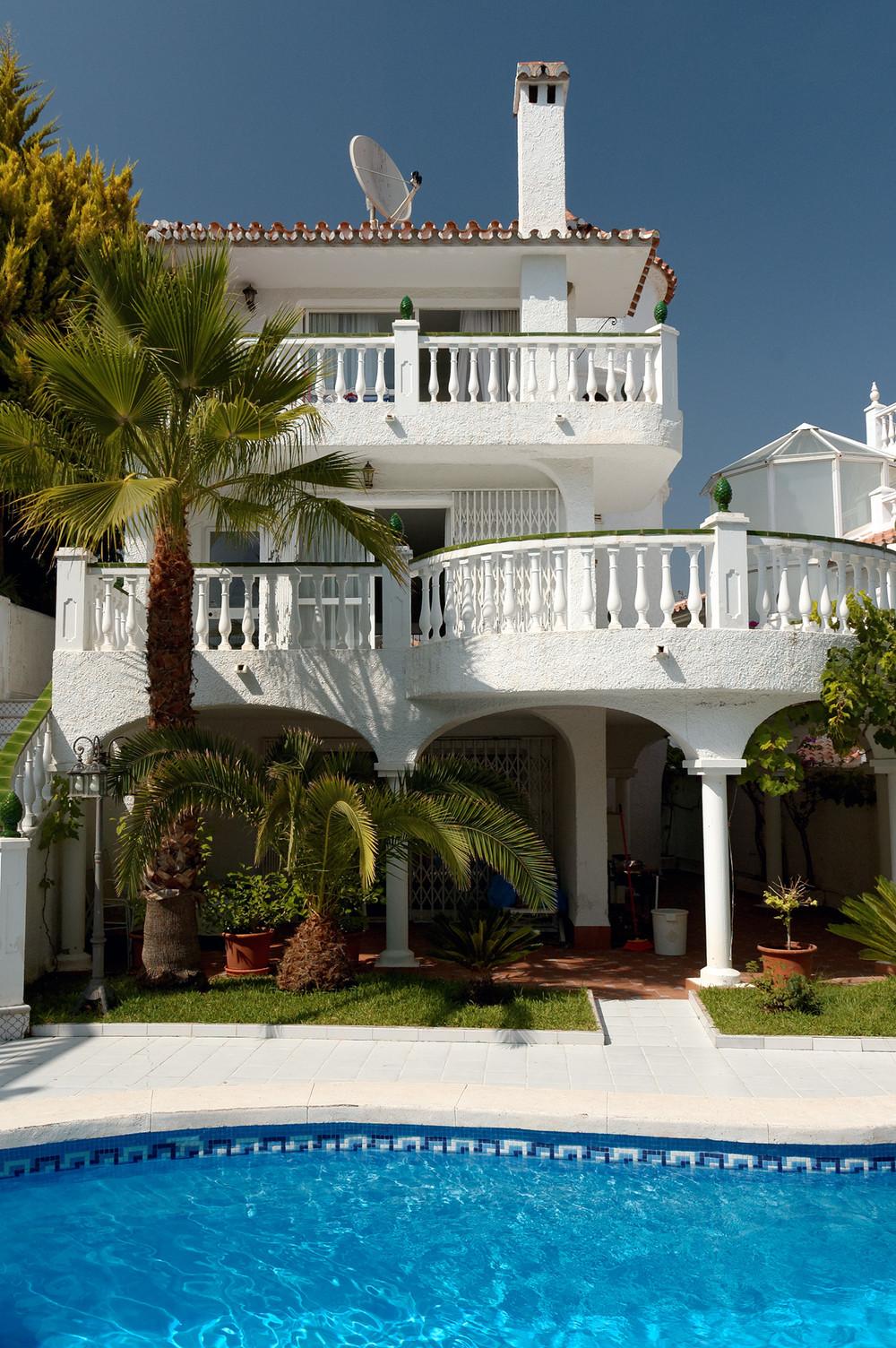 Загородный дом «Архитектура дома и дизайн интерьера виллы в Испании», бассейн , фото из проекта