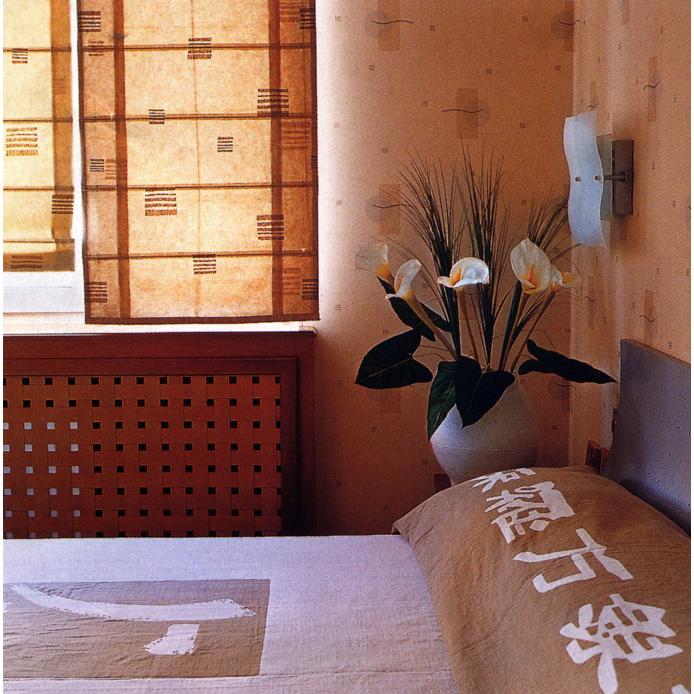 <p>Автор проекта: Студия B&amp;L.&nbsp;</p> <p>Для создания интерьера в китайском стиле иногда вовсе не требуется дорогой мебели и китайского антиквариата. Можно ограничиться легкими бумажными шторами и постельным бельем с иероглифами. Кстати, изображение иероглифов очень популярно в китайском интерьере. Обычно это иероглифы, означающие здоровье, счастье, благополучие, деньги.</p>