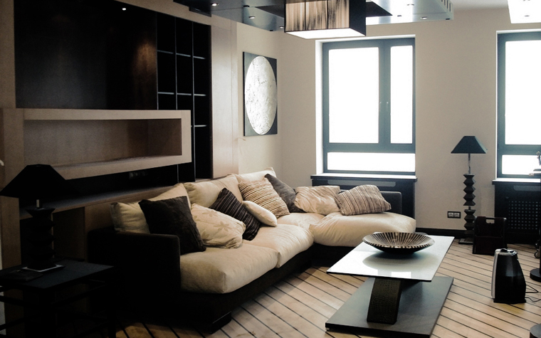 <p>Автор проекта: Архитектурное бюро &quot;Архкон&quot;.</p> <p>Строгая геометрия этой гостиной и окна, драпированные полупрозрачной бумагой, также в соответствии с японским стилем.</p>