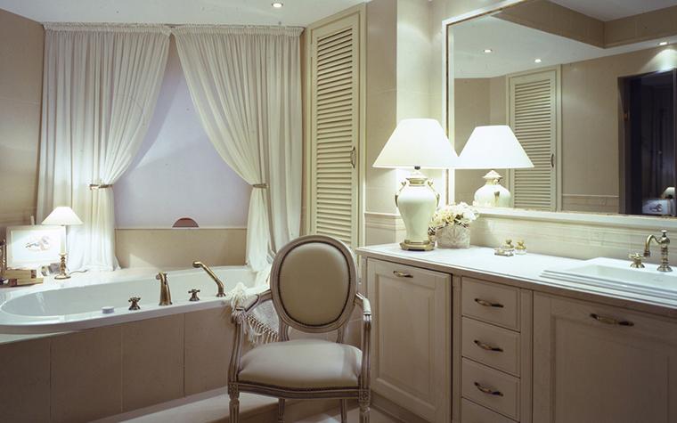 <p>Автор проекта: мастерская Марии Рожниковой.</p> <p>Ванная комната выглядит как роскошная спальня. Настоящий интерьер класса люкс!&</p>