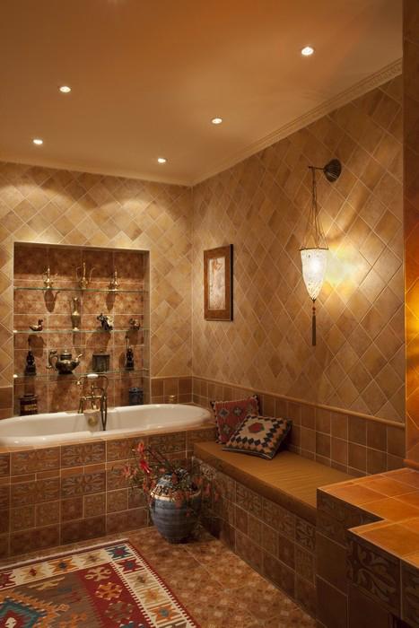 <p>Автор проекта: Маркос Юлия</p> <p>Ванной комнате придали черты традиционной турецкой бани. Пол и стены выложены орнаментальной <a href=http://www.360.ru/Catalog/materialy-i-konstrukcii/keramicheskaya-plitka/plitka-v-etniceskom-stile/>плиткой</a>, рядом с ванной соорудили широкую скамью как в настоящем хамаме. Дополнительным украшением интерьера стали узорчатый ковер и подушки, а также восточный светильник и напольные вазы.</p>