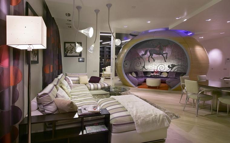 <p>Автор проекта: Архитектурное бюро B|S. Фотограф: Лившиц Дмитрий.</p> <p>Фантастическое яйцо этой конструкции очень функционально. В нем архитекторы определили приватную зону в общей зоне гостиной.</p>