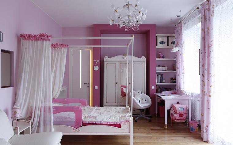 <p>Автор проекта: Компания &quot;А&ndash;Дизайн&quot;. Фотограф: Евгений Кулибаба.&nbsp;</p> <p>Еще одна розовая детская комната. Здесь холодный розовый преобладает в разных оттенках.</p>