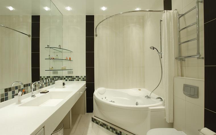 <p>Автор проекта: Аист</p> <p>Подчеркнуто плавные, изогнутые линии этой ванны, делают белоснежный интерьер особенно изысканным.</p>