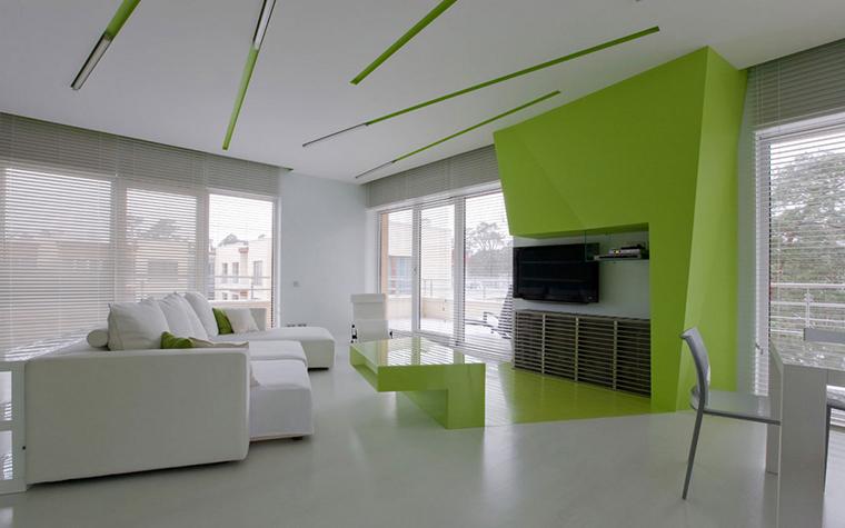<p>Автор проекта: Владимир Малашонок</p> <p>Белоснежный угловой диван отлично вписался в модную обстановку современного интерьера, решенного с элементами деконструкции.</p>