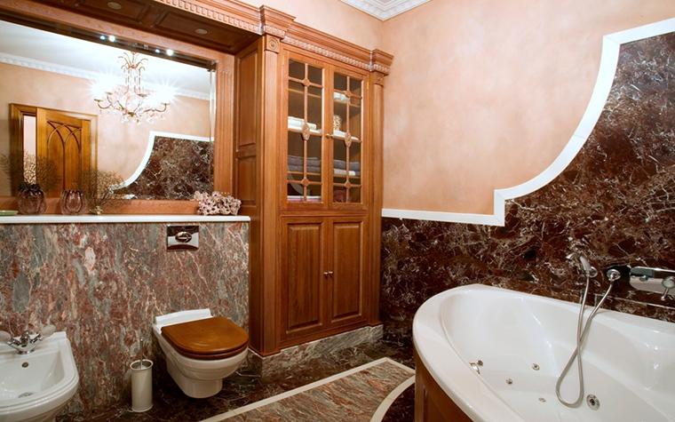 <p>Автор проекта: Декоратор N</p> <p>Угловая ванна в классическом варианте.</p>