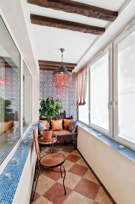 <p>Автор проекта: Пунанс Татьяна</p> <p>Открытые балки потолка, мозаика, декоративный камень - ну просто Средиземноморье какое-то!</p>