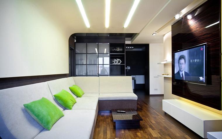 <p>Автор проекта: компания &quot;ГраДиз&quot;.&nbsp;</p> <p>В интерьере, выстроенном в японском стиле, &nbsp;должны быть контрасты. Контрастные салатовые подушки являются наглядным примером.</p>
