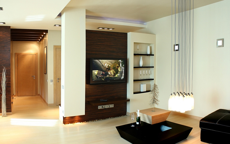 <p>Автор проекта: Ольга Новицкая.&nbsp;</p> <p>Отличная работа со светом и пространством, почти что по-японски, отличают эту гостиную.</p>