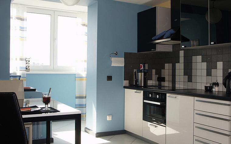 <p>Автор: Наталья Пай</p> <p>Кухню московской квартиры увеличили за счет объединения с лоджией. Чтобы сделать это пространство максимально цельным зоны кухни и лоджии оформили в едином стиле и колорите.&nbsp;</p>