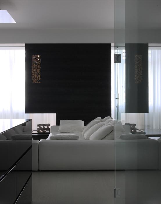 Интерьер комнаты в черно-белом цвете