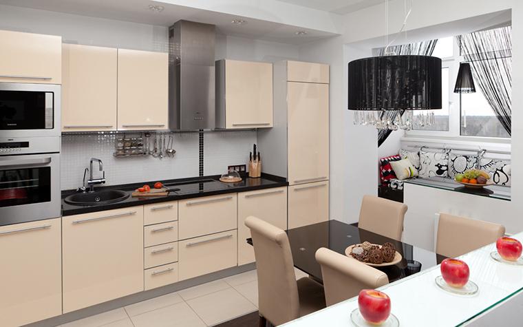 <p>Автор: Pegasova design</p> <p>Пространство кухни-столовой увеличено за счет объединения с&nbsp; лоджией. В образовавшемся помещении, в окружении панорамных окон,&nbsp; устроили уютную зону отдыха с диваном и журнальным столиком.</p>