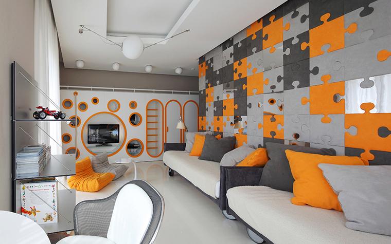 <p>Автор проекта:   Geometrix<br /> Фотограф: Разутдинов Зинон</p> <p>Московский дуэт Geometrix любят обыгрывать в своих проектах модный неофутур, интересно преломляя его в разных помещениях. В детской комнате они создали образ будущего с помощью яркого цвета, соединив эту марсианскую расцветку с темой пазлов, придумали настенные ниши-иллюминаторы для TV и мелких вещей, а кресла от французской Ligne Roset&nbsp; взяли явно за их футуристический вид. </p>