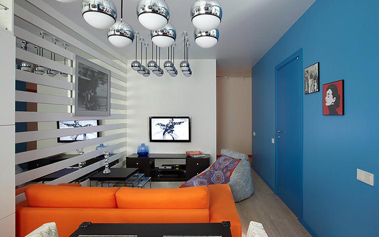Оранжевый диван в интерьере