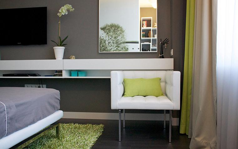 <p>Автор проекта: архитектурная мастерская SVOYA studio.&nbsp;</p> <p>Орхидеи в спальне не менее уместны, чем в гостиной или столовой. Не только вид цветов, но и их запах прибавят спальне южно-азиатской неги. Никто не против? </p>